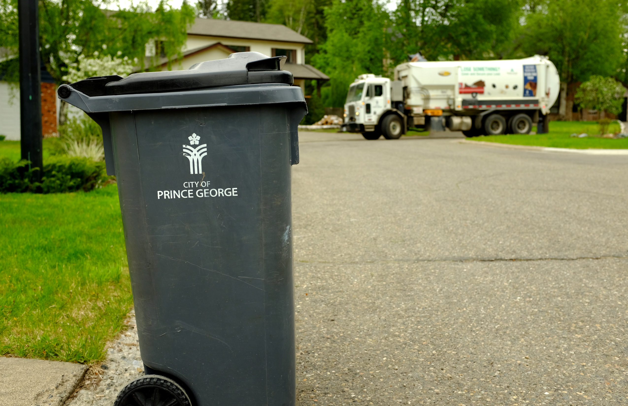 City using radio frequency tags to improve garbage collection